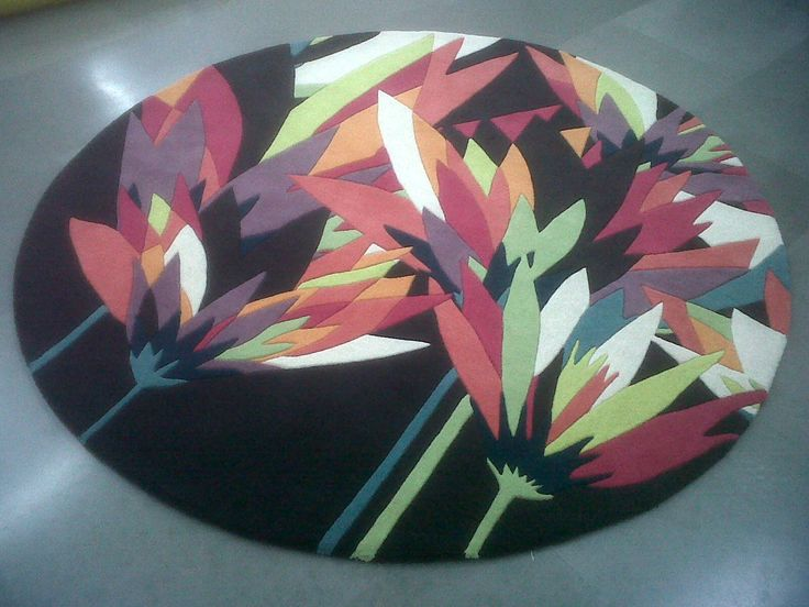 What a lovely modern floral design.. Fantastic custom design courtesy of KAS Australia #TheRugCollection
