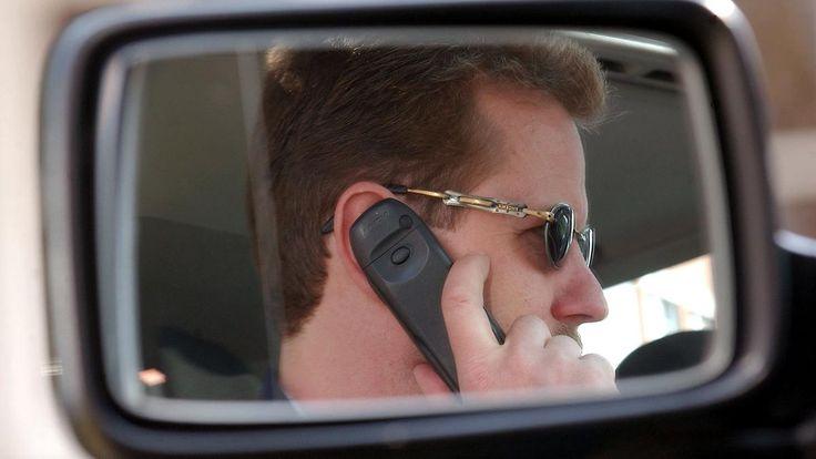 """""""Autofahren wird zur Nebensache"""": Studie: Jeder Zehnte telefoniert am Steuer"""