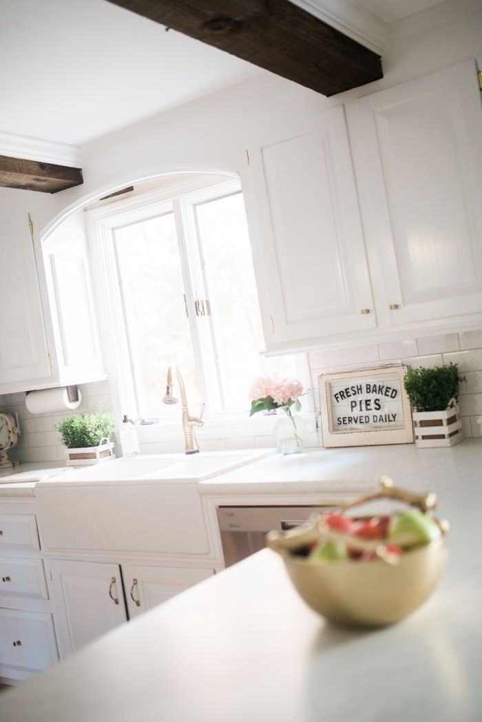 white farmhouse kitchen makeover with gold accents | Lynzy & Co.