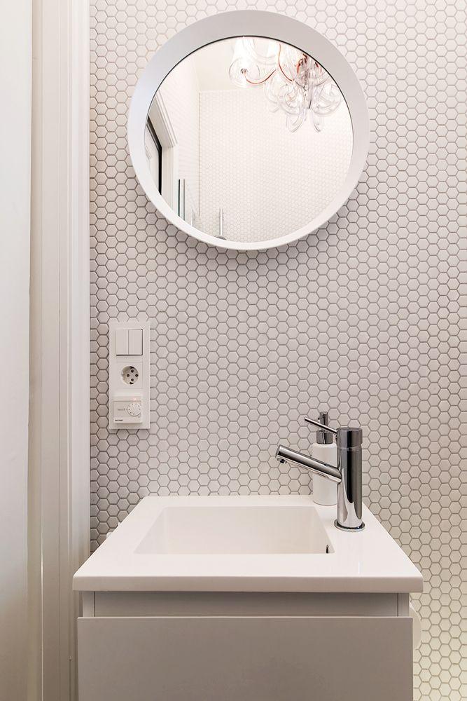 Hexagonal è la linea di mosaici ispirata alle geometrie essenziali che hanno caratterizzato la moda, il design e l'architettura negli anni '60. Vi piace questo stile? - Hexagonal is the line of mosaics inspired by the essential shapes that characterized fashion, design and architecture in the 60s. Do you like this style?