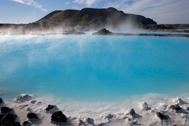 La Laguna Azul islandesa se encuentra a las afuras de Grindavík y es, en realidad, un lago artificial geotermal.