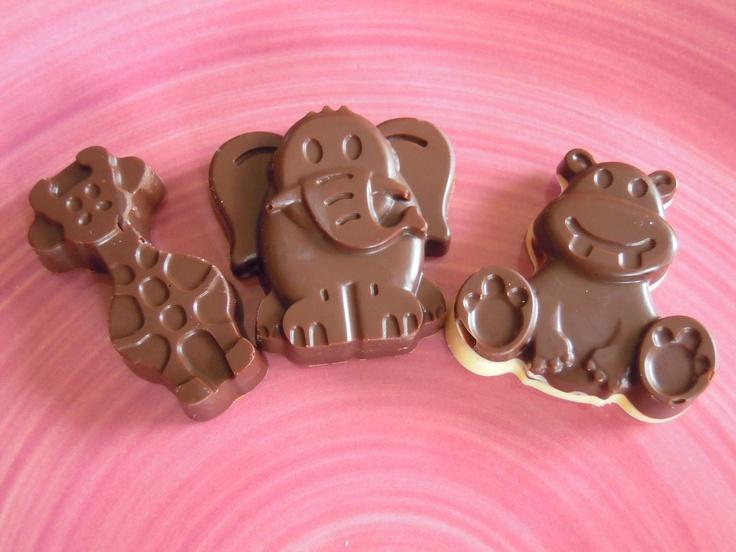 CIOCCOLATINI FATTI IN CASA ... ideali per una festa o una merenda tra amici!  http://creandosicrescecrescendosicrea.tumblr.com/post/50408414773/cioccolatini-per-bambini-e-non-quando-nelle