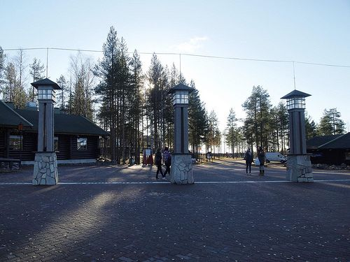 le village du pre nol et la ligne indiquant le cercle polaire