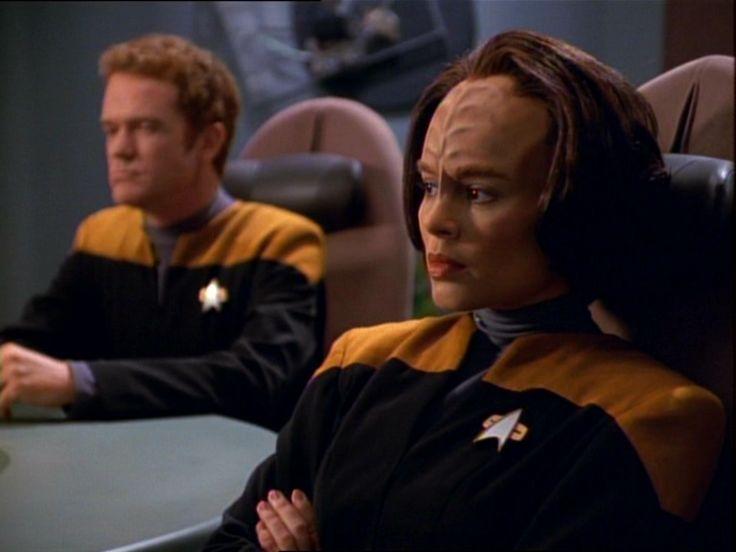 af0898298d0cb49f51c5789d338a2d0a--star-trek-voyager-lieutenant.jpg