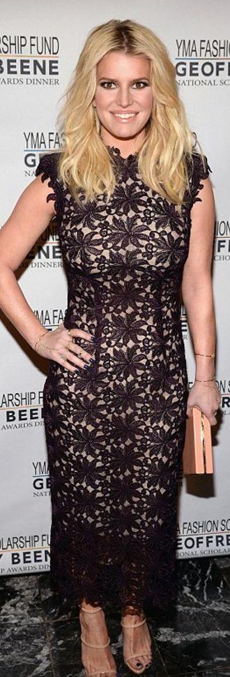 Jessica Simpson: Dress – Monique Lhuillier  Shoes – Giuseppe Zanotti  Coat – Fendi  Jewelry – Jacquie Aiche  Purse – Charlotte Olympia