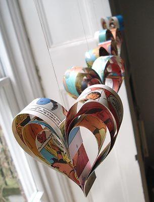 Corações feitos com páginas de revistas