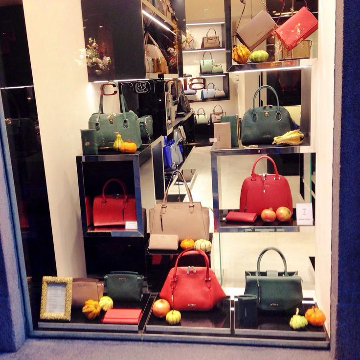 Helloween, натюрморт по-милански... #milano #italy #helloween #bags #fashion #style #стиль #мода #сумка #сумки #хэллоуин #милан #италия #cromia
