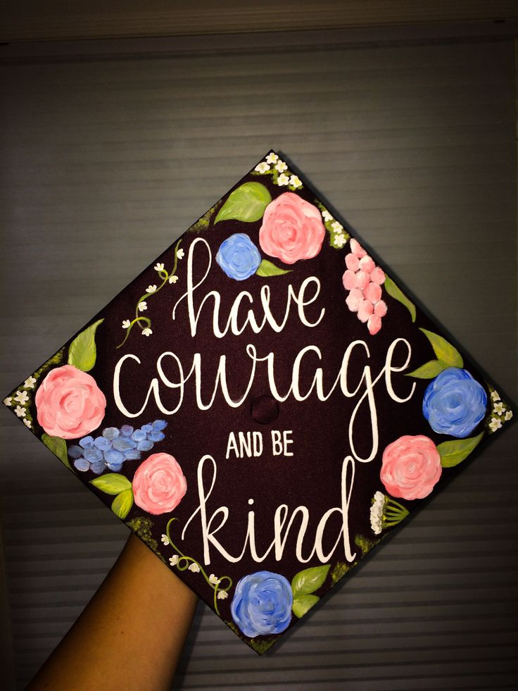"""Have courage and be nice"" Cinderella inspired Disney's graduation cap"