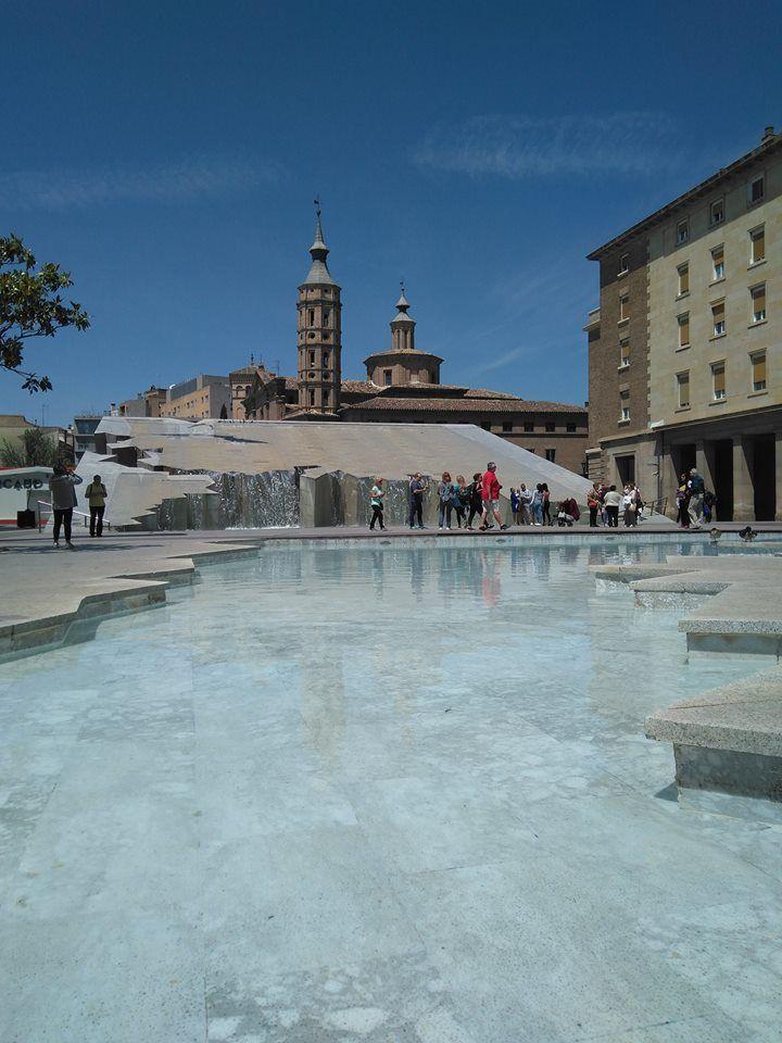 Fuente De La Hispanidad Tierra De Fuego Ciudad De Zaragoza América Central