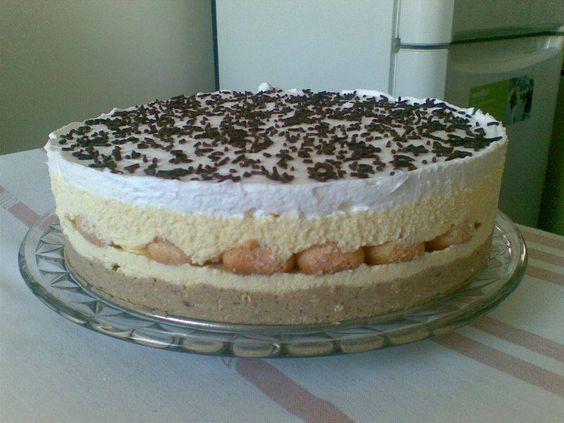 Mestermű lett a torta, nem csak kinézetre, de ízre is!Természetesen az utolsó morzsáig elfogyott :) Hozzávalók 2 cs. gesztenyemassza, 15 dkg darált keksz, 0,5 dl tej, pici rum, babapiskóta, 2-3 dl Hulala tejszín Krém 2 vaníliás pudingpor, 6...