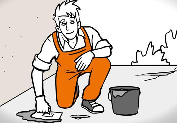 Heimwerker saniert den Boden eines Balkons mittels Mörtel, Eimer und Glättekelle.