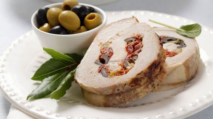 Klassiker mal anders: Schweinerollbraten mit mediterraner Füllung | http://eatsmarter.de/rezepte/schweinerollbraten-mit-mediterraner-fuellung