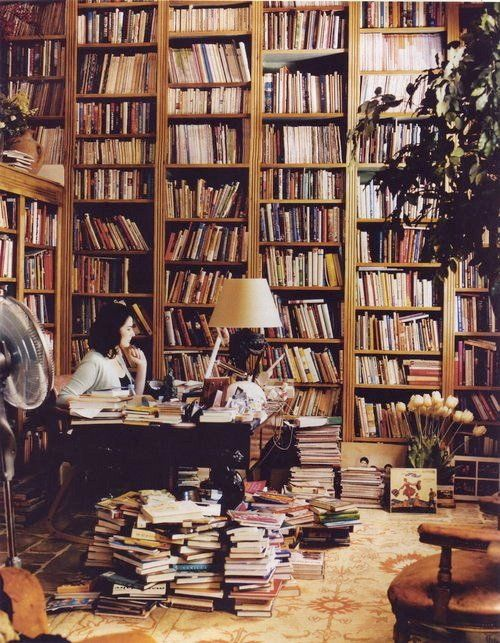 Immense bibliothèque.