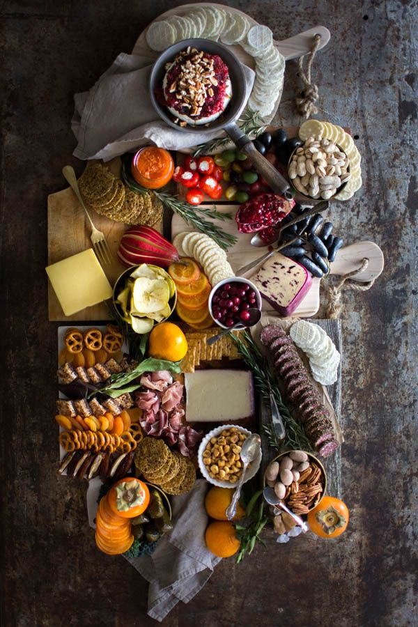How to Build the Ultimate Sweet and Savory Charcuterie Board || @gfsnacksquares #goodnessknows @beardandbonnet