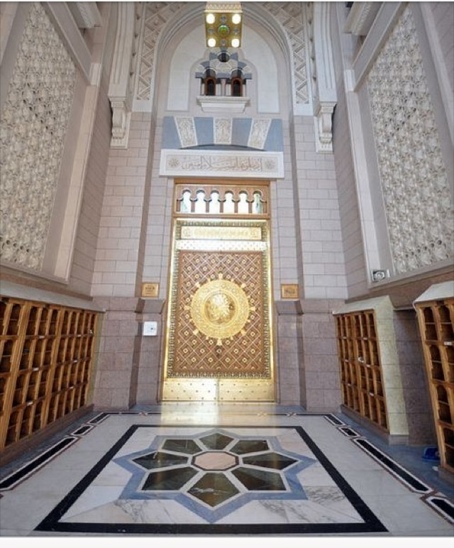 Entrance of masjid al Nabawi