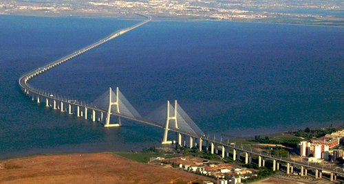 Le pont Vasco Da Gama, Portugal, 17,1 km de long