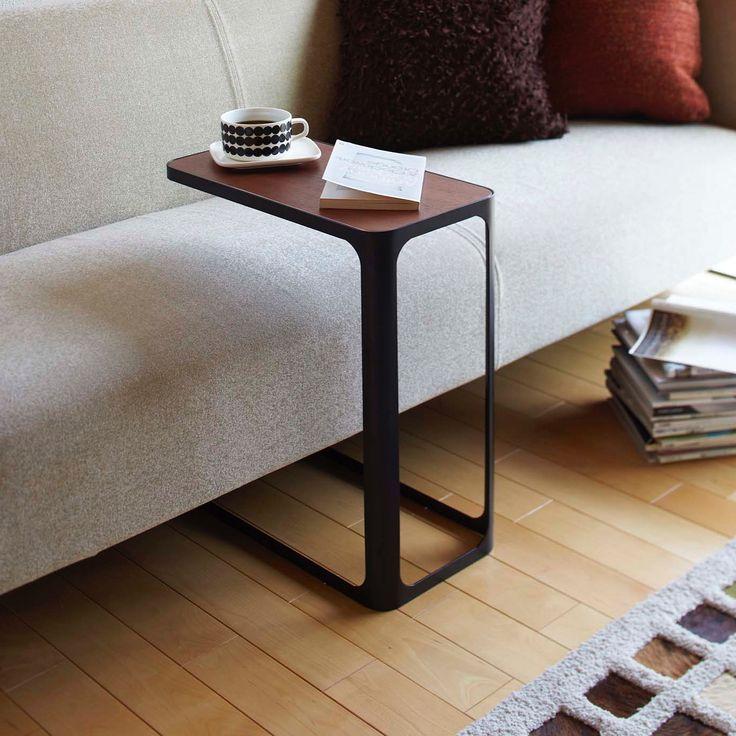 くつろぎの時間のおともに「サイドテーブル フレーム」のご紹介です。ソファの下やベッドの下に差し込めるデザインなので、座った時にも近くに天板が来てくれる、便利なサイドテーブルです◎天然木の天板とスチールの組み合わせがスタイリッシュなデザインで、毎日のくつろぎの時間をちょっぴり特別なものにしてくれます。  ■size :約W24×D45×H52cm  #home#サイドテーブル#テーブル#家具#インテリア#スローコーヒー#コーヒー#モノトーンインテリア#整理整頓#整理収納#暮らし#丁寧な暮らし#シンプルライフ#おうち#収納#シンプル#モダン#便利#おしゃれ #雑貨 #yamazaki #山崎実業