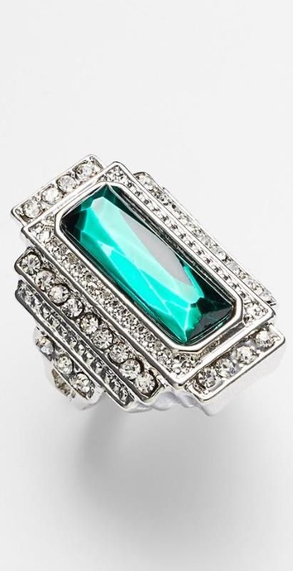 Vintage emerald ring. Stunning.//there are no words for the beauty of this ring.......stunning isn't even good enough - yet i don't have a better word.... <3 :)