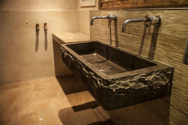 Slegers natuursteen keuken en bad natuursteen trog een wasbak op maat gemaakt van hardsteen - Oude keuken wastafel ...