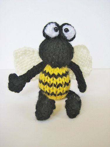 Bumble Bee Knitting Pattern : The bug, Bumble bees and Knitting patterns on Pinterest