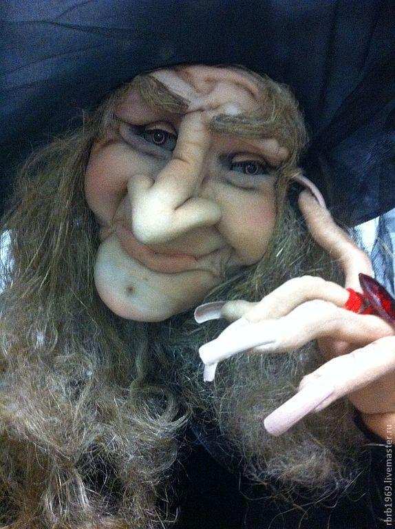 Купить или заказать Ростовая кукла 'Один день из жизни ведьм'продано в интернет-магазине на Ярмарке Мастеров. Навеяло..сваяла...удалась на славу!)хоризматичная личность 1м60см ростом ищет новое пристанище!кула каркасная ,ростовая ,все детали вплоть до польчиков -гнуться!сделано с огромной любовью !!! Пролетая на метле, на метле, Вижу Ленинские горы во тьме. Поудобнее сажусь на седле И даю движку форсаж. За трамплином поворот, поворот, А за поворотом Чертов брод, Где меня никто сегодня...