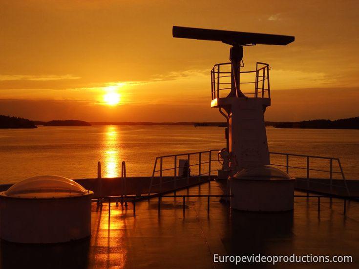 Sonnenuntergang im Archipel von Finnland – Foto von der Fähre aus