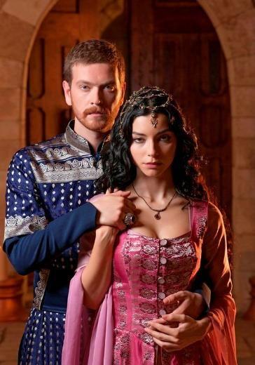 """Merve Boluğur - Engin Öztürk---MUHTEŞEM YÜZYIL'A MERVE BOLUĞUR'DA KATILDI Merve Boluğur, """"Muhteşem Yüzyıl"""" ekibine katıldı. Ünlü oyuncu, asil bir Venedikli ailenin kızı ile Osmanlı'ya gönderilen, kölelikten gelip de Valide Sultan olan Nurbanu'yu canlandıracak."""