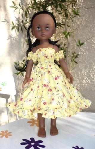 Voici la dernière de la journée : une petite robe provençale explications ici Le haut et les manches sont smockés et le reste de la robe c'est des km de tissu et des fronces... (1 m pour le morceau du bas, pour une poupée de 33 cm de haut !) Par contre,...