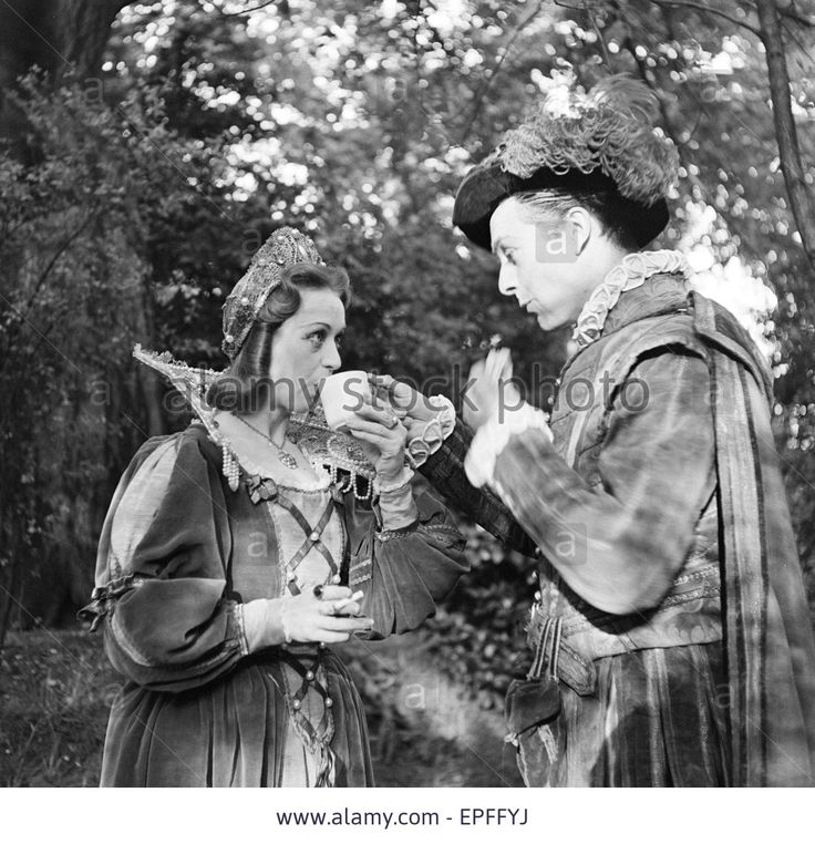 the role of female characters in shakespeares plays Shakespeare's theatre layered gender roles to tantalise audiences, drawing on the virtuosic skill of the highly trained young men (aged between 12 and 21 years old) who played these complex female characters.