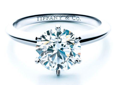 Bague fiancaille Tiffany & Co http://www.vogue.fr/mariage/bijoux/diaporama/mariage-bague-de-fiancailles-classiques-diamants/31220#bague-fiancaille-tiffany-co
