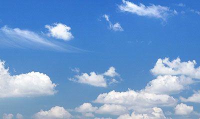 Dopo che le nuvole hanno riempito il cielo di lacrime, il sole premuroso, le asciuga con il suo sorriso. (Angela Randisi)