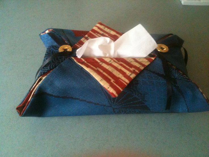 A simple tissue box cover made with two Japanese fabrics