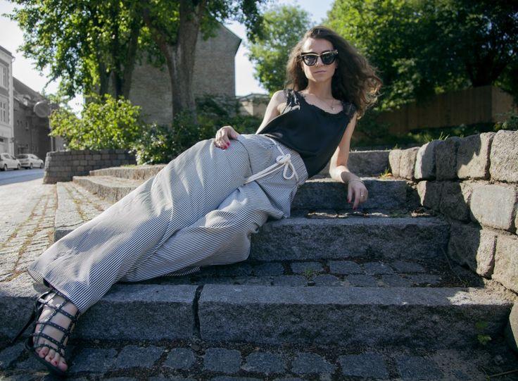 #longlegs #culottes #blackshirt #heels #shoes #streetstyle #moda #fashion #CatwalkAvenueByAndrea #Andrea