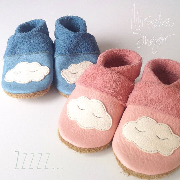 Krabbelschuhe für Babys: Lauflernschuhe aus weichem Leder mit Wolken. Die Babyschuhe sind atmungsaktiv, leicht und dennoch robust / baby shoes made from soft leather. The toddler shoes are for your baby's first steps. Learn-to-walk shoes made by Mischa Sugar via DaWanda.com