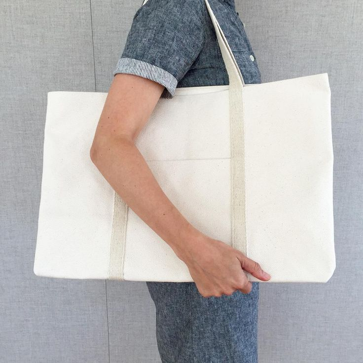 «Here's a pic of Molly holding our new Big Boat Tote. The free pattern is up on the Purl Bee! #purlsoho #purlbee»