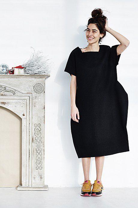 Анка Цицишвили Платье Comme des Garçons,  кеды Nike Sportswear