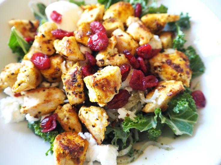 Jag älskar snabba nyttiga luncher och här kommer ett riktigt bra tips. Jag har börjat köpa färsk kalkonfile som jag skär i bitar och steker. Så himla gott och fräscht. Här kommer recept på min kalkonsallad. //English: I love fast and healthy food and here is a relly good tip, turkey sala