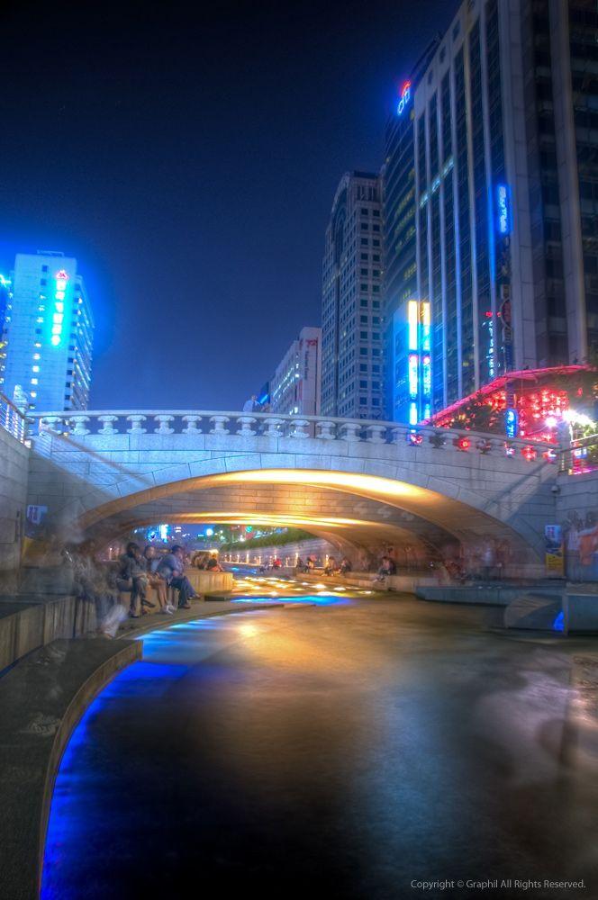 ソウル中心地を流れる都市河川チョンゲチョン。韓国 旅行・観光の見所!