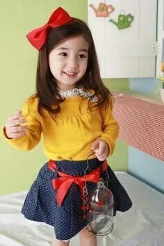 Annica girlset 3in1 (atasan+rok+bandana) size 6 & 7 th harga 142.000. Ready akhir januari 2014.