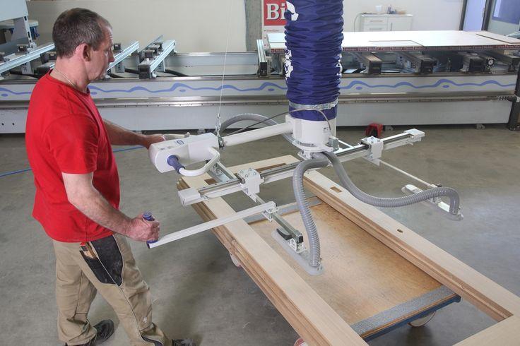 Manipulator przemysłowy do podnoszenia płyt