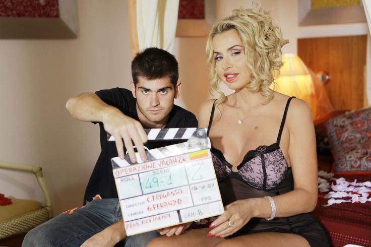 Valeria Marini è tra i protagonisti di Operazione Vacanze, la commedia estiva che sarà nei cinema dal 26 giugno.