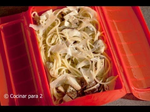 Espagueti y boletus en estuche de vapor de Lékué