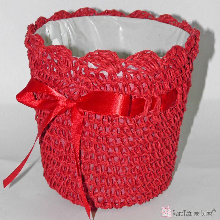 Κασπώ από σχοινί με πλαστική επένδυση στο εσωτερικό του. Υπάρχει διαθέσιμο σε κόκκινο, ροζ, τυρκουάζ, λευκό και λαχανί χρώμα. Μπορεί να χρησιμοποιηθεί σαν καλαθάκι για κουλουράκια ή/και σαν καλάθι για ένα ποτό ή ακόμη και ως κασπώ για ανθόφυτα. Colorful baskets with rope, available in 5 colors for decoration.