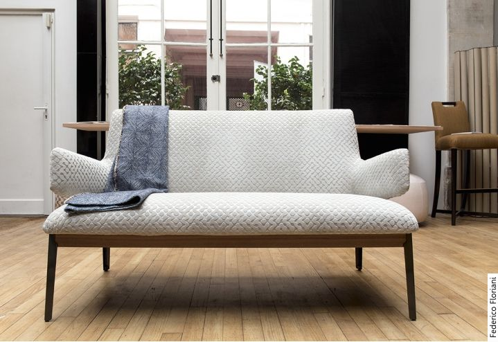 arflex - Rubelli chose for its catalogue the sofa Hug Love seat, design by Claesson Koivisto Rune #arflex #rubelli #sofa #hugloveseat #design #claessonkoivistorune