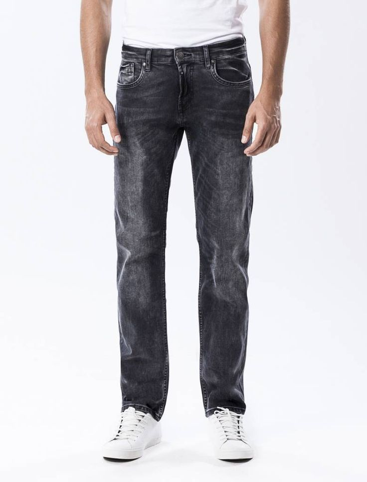 Thomas Black Vintage Straight Jeans  Description: Cup Of Joe is een denimlabel dat al dertig jaar te boek staat als een betaalbaar brand. COJ haalt zijn inspiratie uit de fijne vaak kleine dingen des levens. Daar jeans deel uitmaakt van ons dagelijks bestaan moeten we er net zo van genieten als bijvoorbeeld ons gebruikelijke kopje koffie. Dat is het motto.Of je nu een vintage een versleten indigo of zwarte strakke jeans wilt - bij voorkeur een exemplaar dat je dag en nacht kunt dragen - er…