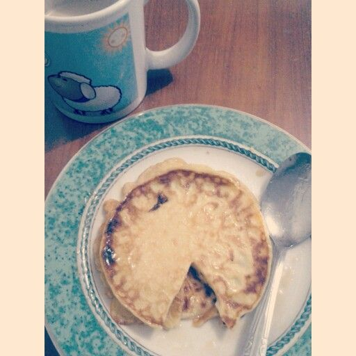 Plain Pancake with Honey. And a milk tea. Yummm....
