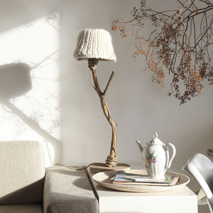 houten tafellamp witte kap van DUTCH DILIGHT | Markita.nl