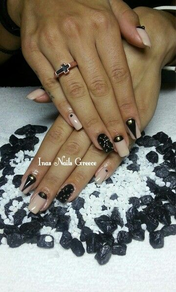 #nude #black #nails #nailart #naildesign #caviar #troucks