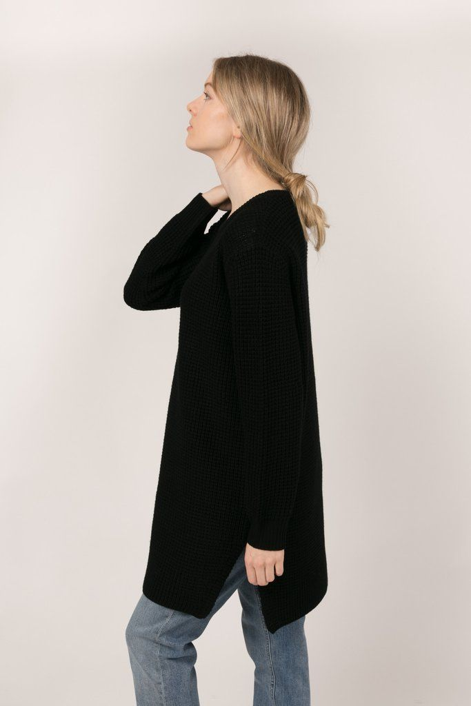 Traditional retail: 3 199 NOK  A long, oversized sweater made of 100% wool. The design of this sweater offers a relaxed fit with a fundamental elegance. The woo