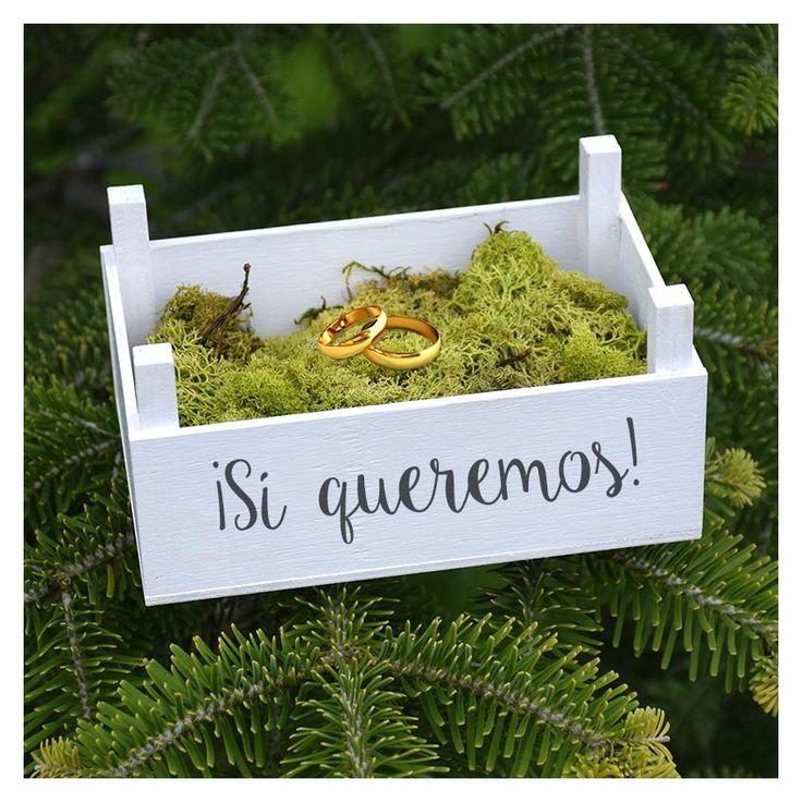 Caja de madera pintada en blanco para que el día de tu boda lleven las alianzas en ella.